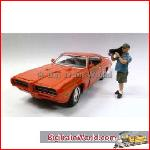 American Diorama 23834 - 1/24 Camera Man *Norman* (Car Not included).