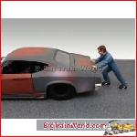 American Diorama 23902 - 1/24 Mechanic Ken, blue (car not included).