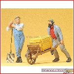 Preiser 45020 - 1:22½ Workers, leaning on fork and with wheelbarrow
